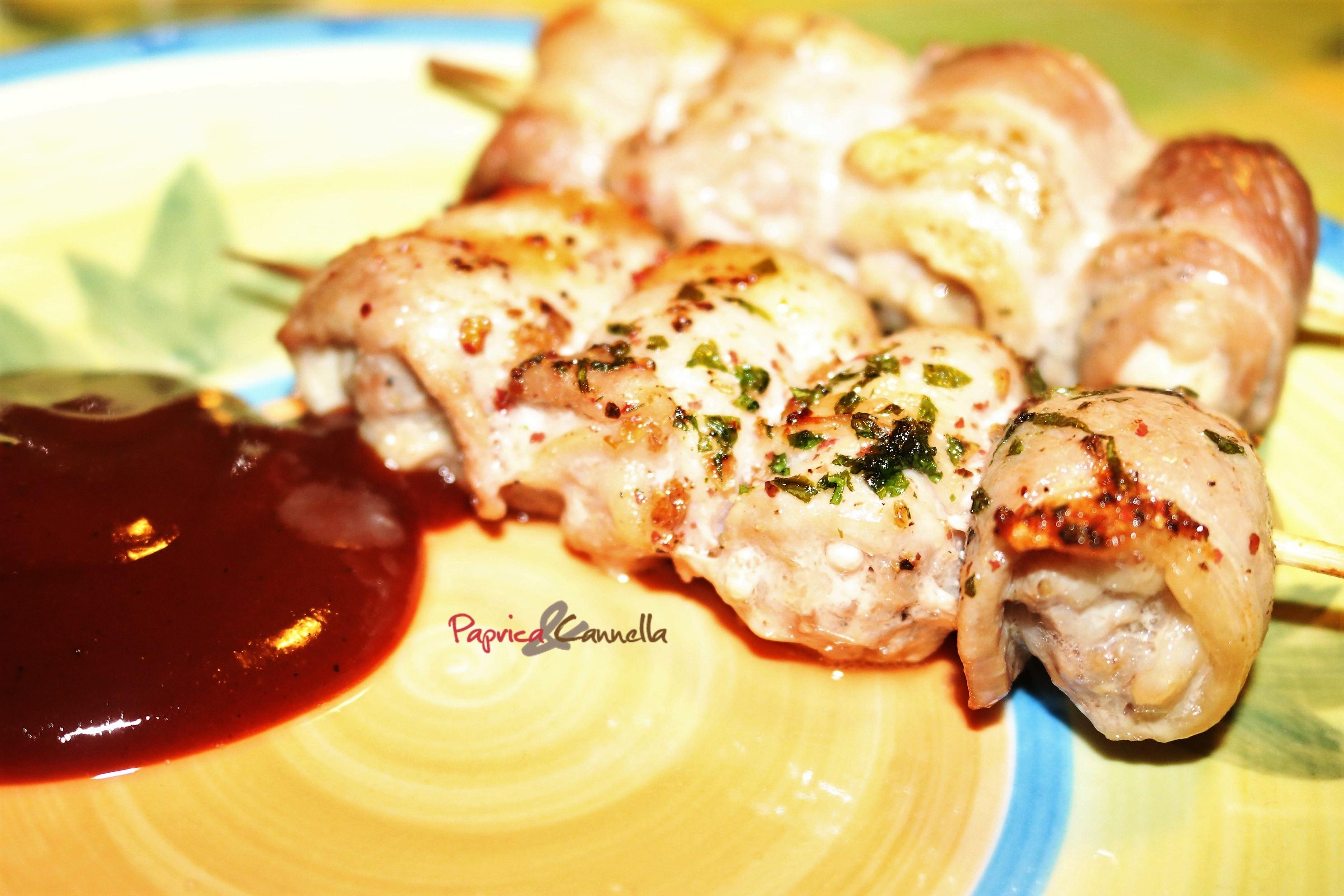 Spiedini di pollo e pancetta aromatizzati al rosmarino