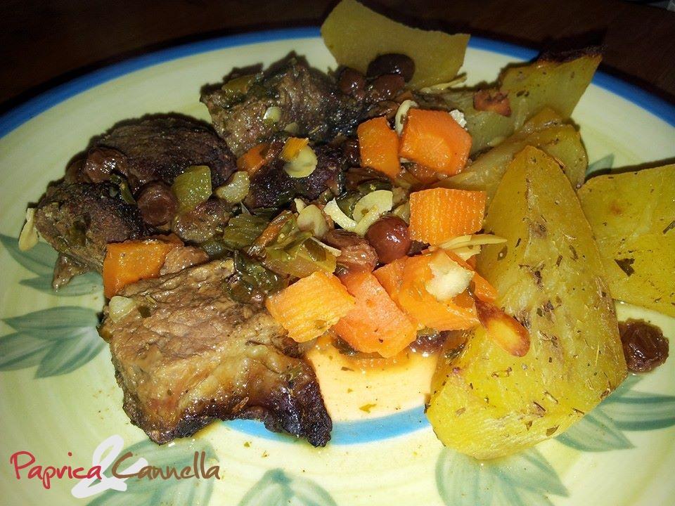 Spezzatino al forno al vino bianco con contorno di patate e ortaggi