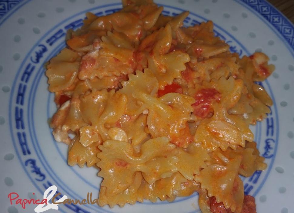 Risultati immagini per farfalle paprika  formaggio spalmabile pomodori datterini