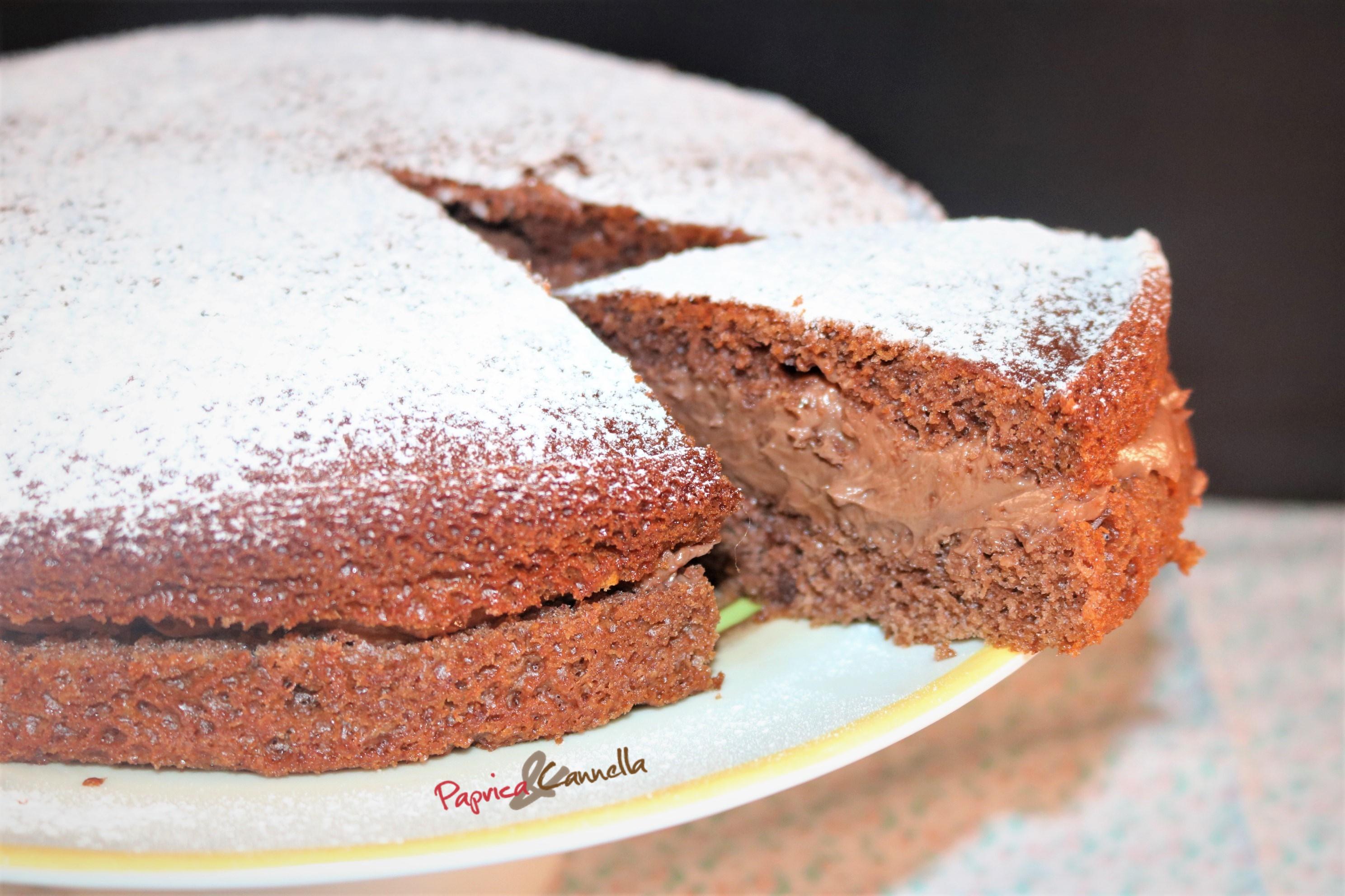 Torta al cioccolato con ripieno di nutella e mascarpone